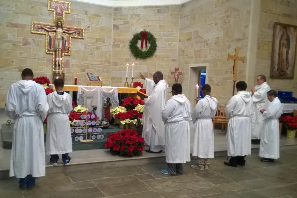 Christmas 2016 at Holy Angels – Midnight Mass
